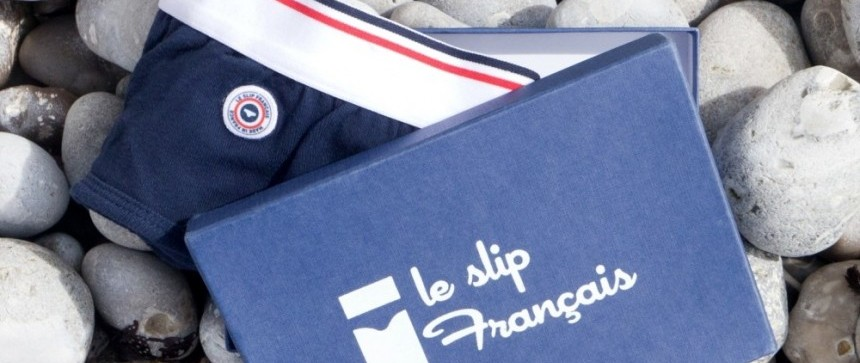Le Slip français sur une plage de galets