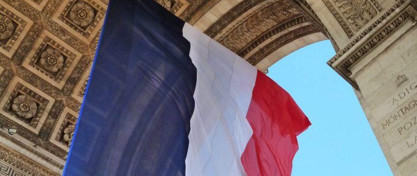 Arc de Triomphe - 14 juillet - Drapeau bleu blanc rouge
